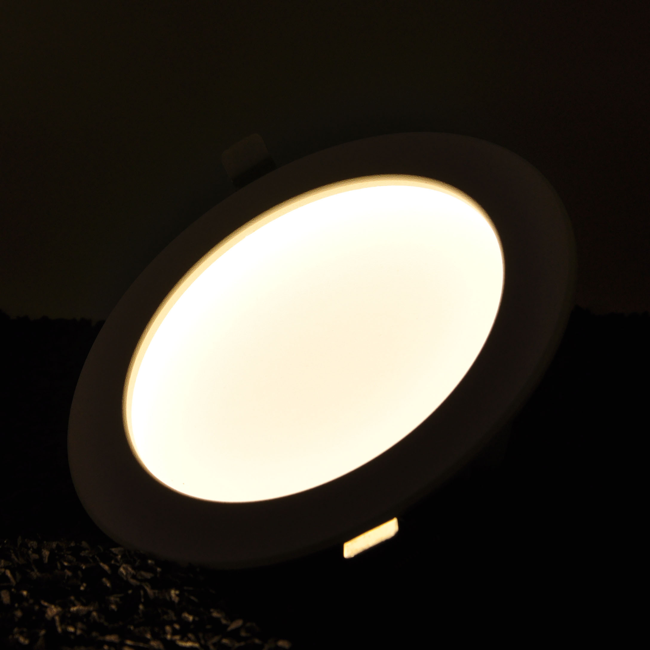 invisibledownlight20WcircleON.jpg